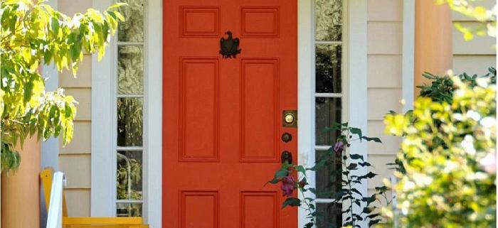 رنگ کردن درب های اتاقی